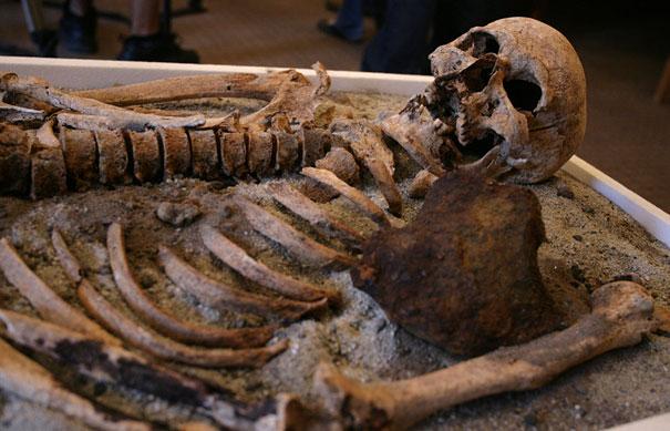 Αρχαιολόγοι ανακάλυψαν σκελετό «Βαμπίρ» (1)