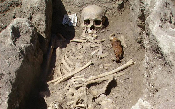 Αρχαιολόγοι ανακάλυψαν σκελετό «Βαμπίρ» (2)