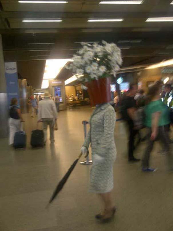 Το βραβείο πιο παράξενου καπέλου πάει σε αυτή την κυρία... (3)