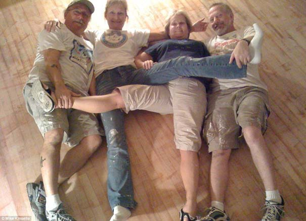 4 αδέρφια φωτογραφίζονται σε μια θεότρελη πόζα επί 25 χρόνια (19)