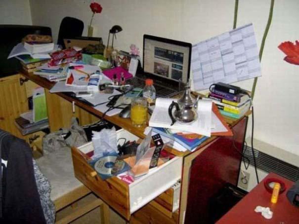 Ακατάστατα γραφεία (2)