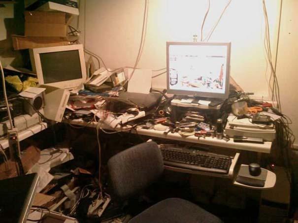 Ακατάστατα γραφεία (24)