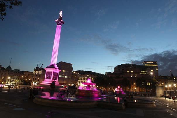 13 διάσημα αξιοθέατα φωτίζονται σε ροζ αποχρώσεις για καλό σκοπό (5)