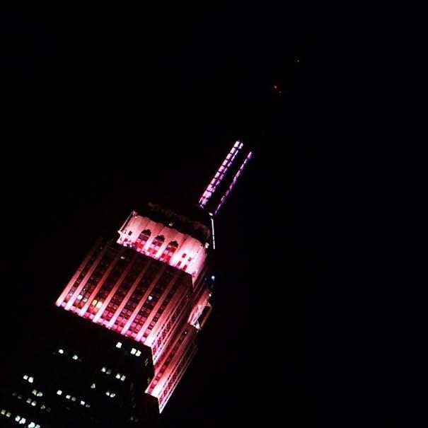 13 διάσημα αξιοθέατα φωτίζονται σε ροζ αποχρώσεις για καλό σκοπό (6)