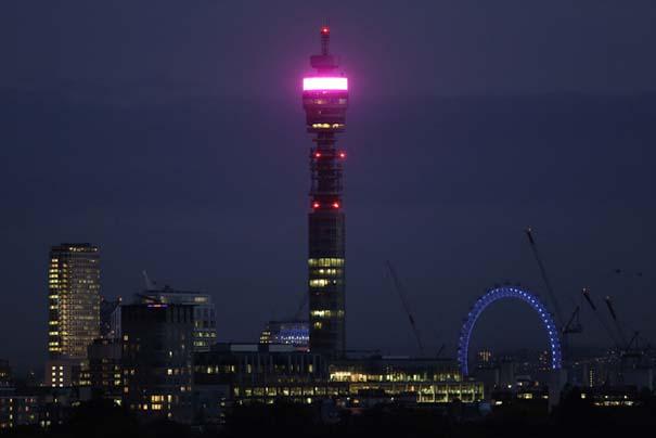 13 διάσημα αξιοθέατα φωτίζονται σε ροζ αποχρώσεις για καλό σκοπό (10)