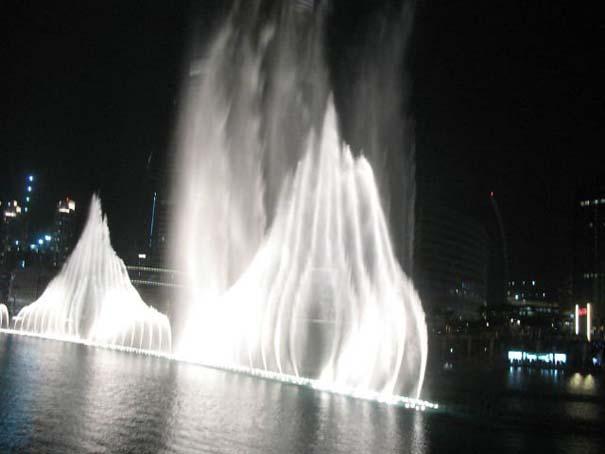 Dubai Fountain: Το εντυπωσιακότερο συντριβάνι στον κόσμο (4)
