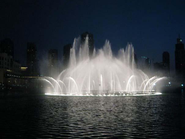 Dubai Fountain: Το εντυπωσιακότερο συντριβάνι στον κόσμο (8)