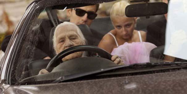 Κανείς δεν τα βάζει με αυτή την γιαγιά (4)