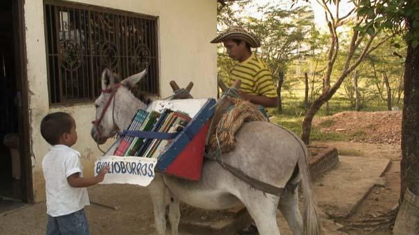 Κινητή βιβλιοθήκη πάνω σε... γαϊδουράκι (1)