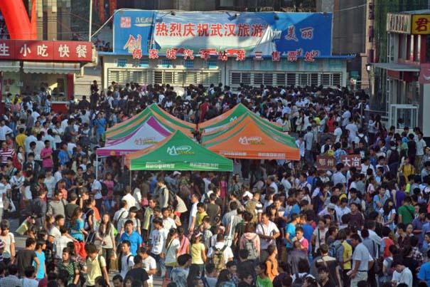 Δείτε τι γίνεται στα «ΚΤΕΛ» της Κίνας σε περίοδο διακοπών (6)