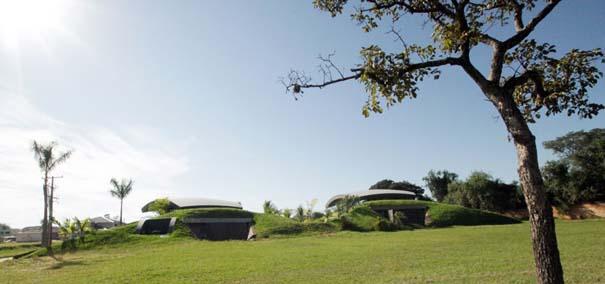 Μοναδικό σπίτι χτισμένο μέσα σε λόφο (2)