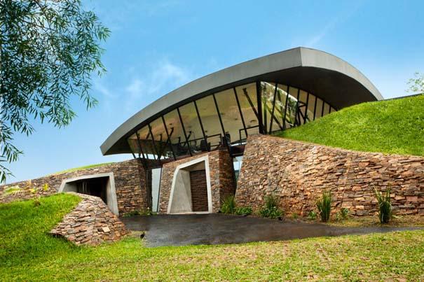 Μοναδικό σπίτι χτισμένο μέσα σε λόφο (4)
