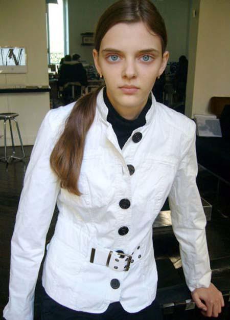 Μοντέλο με μάτια κούκλας (3)