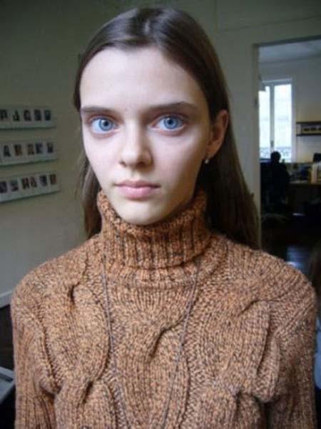 Μοντέλο με μάτια κούκλας (5)