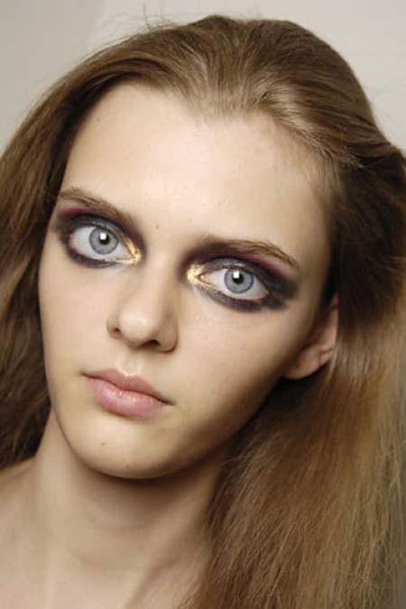 Μοντέλο με μάτια κούκλας (6)