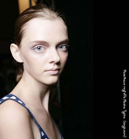 Μοντέλο με μάτια κούκλας (7)