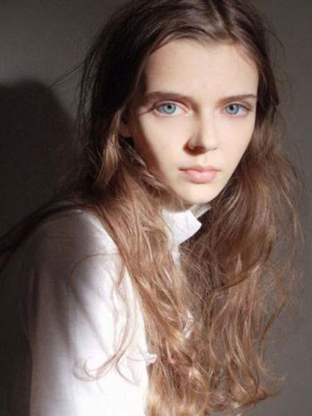 Μοντέλο με μάτια κούκλας (8)