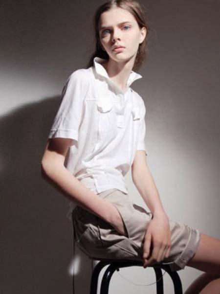 Μοντέλο με μάτια κούκλας (16)