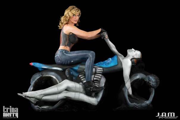 Μοτοσυκλέτες από ανθρώπινα κορμιά και body painting (2)