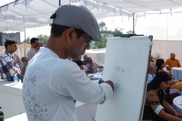 Νεαρός έχασε τα δυο του χέρια κι έγινε ζωγράφος! (1)