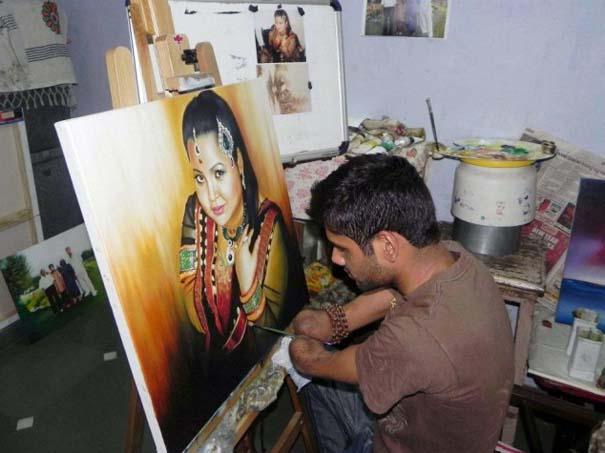 Νεαρός έχασε τα δυο του χέρια κι έγινε ζωγράφος! (11)