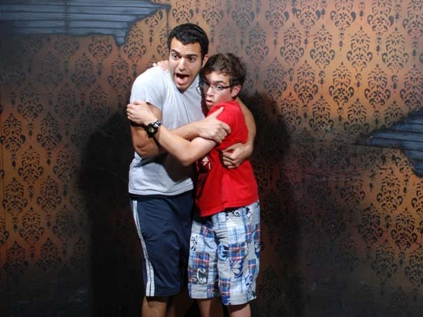 Παλικάρια σε «Στοιχειωμένο σπίτι» με ξεκαρδιστικά τρομοκρατημένες αντιδράσεις (26)
