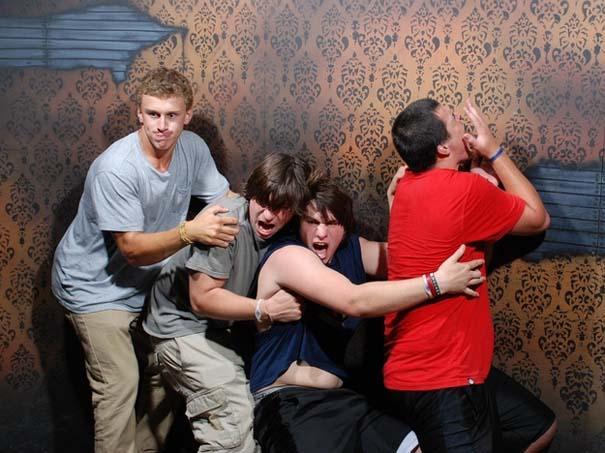 Παλικάρια σε «Στοιχειωμένο σπίτι» με ξεκαρδιστικά τρομοκρατημένες αντιδράσεις (34)