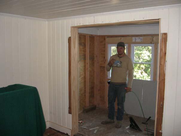 Πατέρας και γιος φτιάχνουν ένα σπίτι από την αρχή (3)