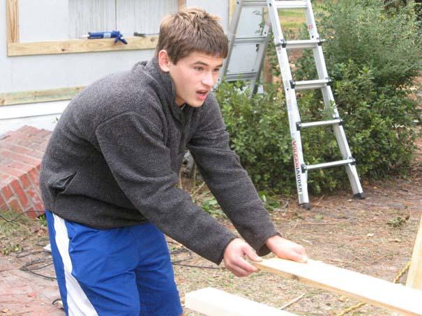 Πατέρας και γιος φτιάχνουν ένα σπίτι από την αρχή (14)