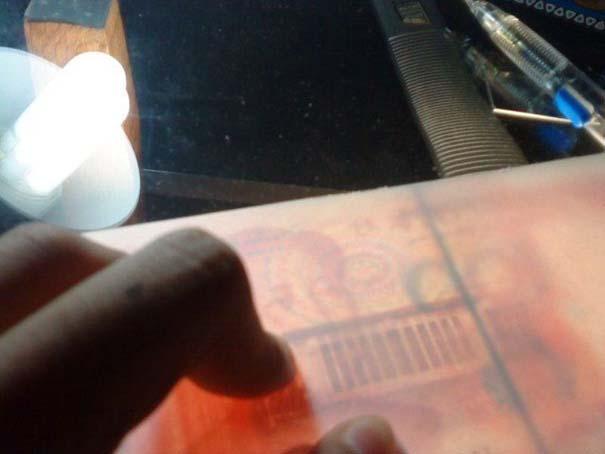 Ταλαντούχος καλλιτέχνης ζωγραφίζει πιστά αντίγραφα χαρτονομισμάτων (6)