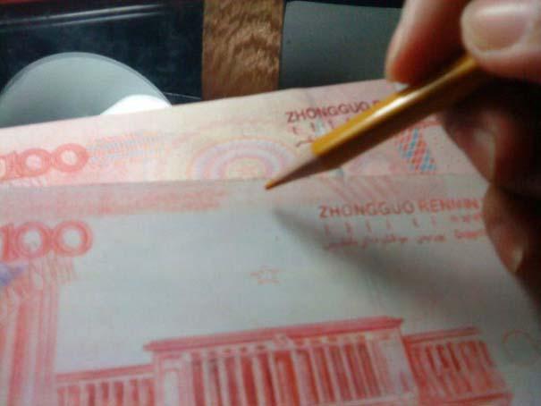 Ταλαντούχος καλλιτέχνης ζωγραφίζει πιστά αντίγραφα χαρτονομισμάτων (18)