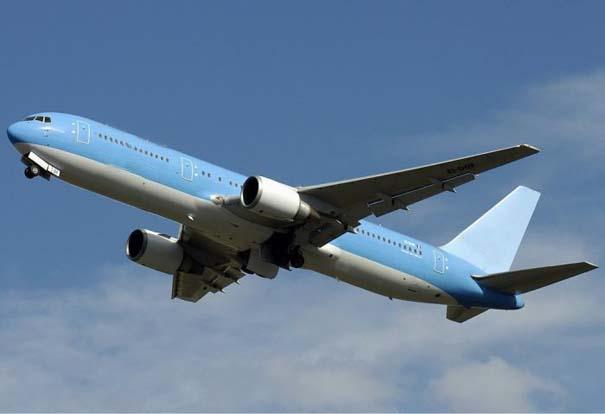 Αεροπλάνο σε κενό αέρος (1)