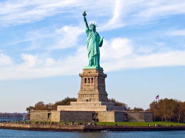 Διάσημα μνημεία και οι... φθηνές απομιμήσεις τους (9)