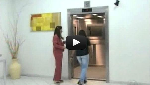 Φάρσα σε ασανσέρ προκαλεί τον απόλυτο τρόμο