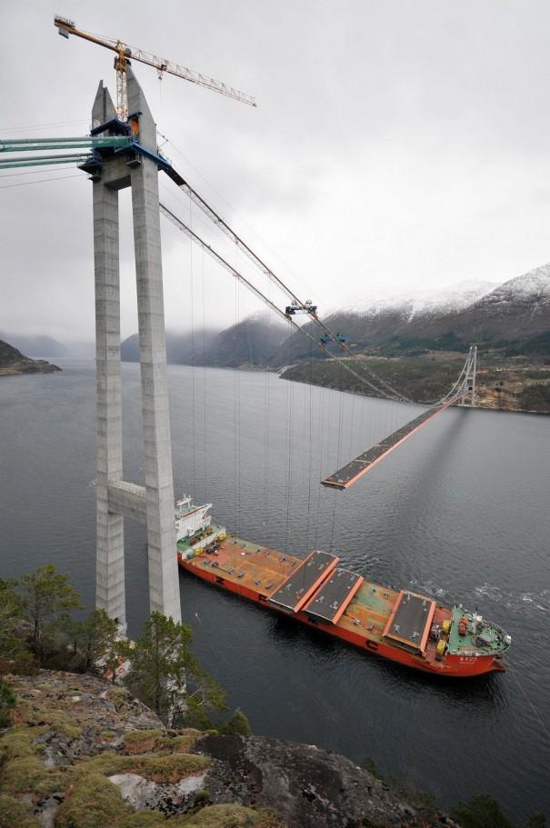 Κατασκευάζοντας μια γέφυρα | Φωτογραφία της ημέρας