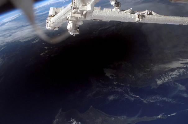 Ολική έκλειψη Ηλίου όπως φαίνεται από το διάστημα | Φωτογραφία της ημέρας