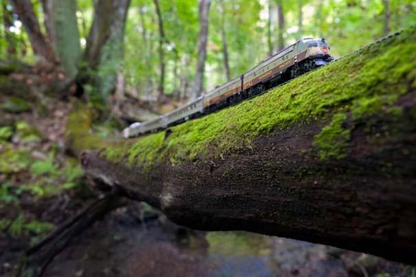 Εκπληκτικές φωτογραφίες ενός τρένου μινιατούρας που διασχίζει τον Καναδά (2)