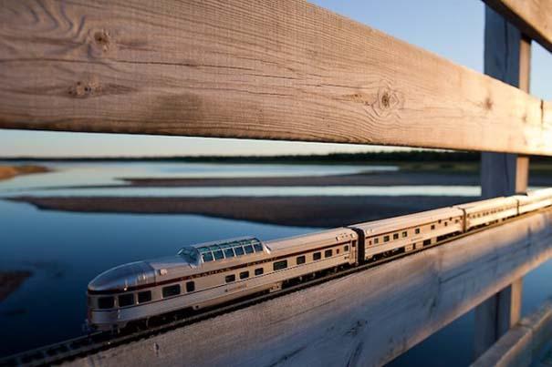 Εκπληκτικές φωτογραφίες ενός τρένου μινιατούρας που διασχίζει τον Καναδά (9)