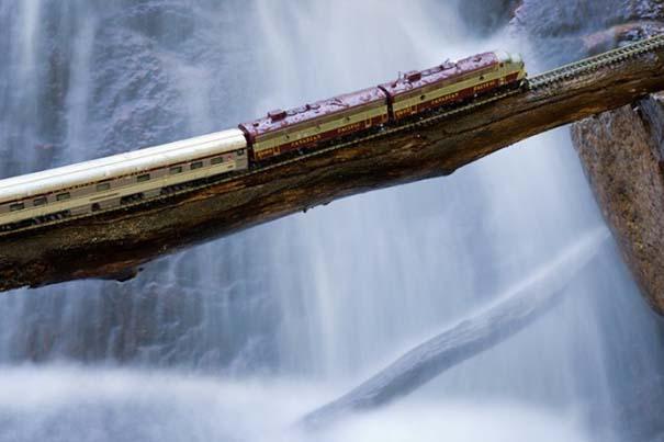 Εκπληκτικές φωτογραφίες ενός τρένου μινιατούρας που διασχίζει τον Καναδά (12)