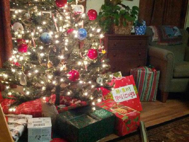 Καλή τύχη με το άνοιγμα αυτού του χριστουγεννιάτικου δώρου... | Otherside.gr (1)