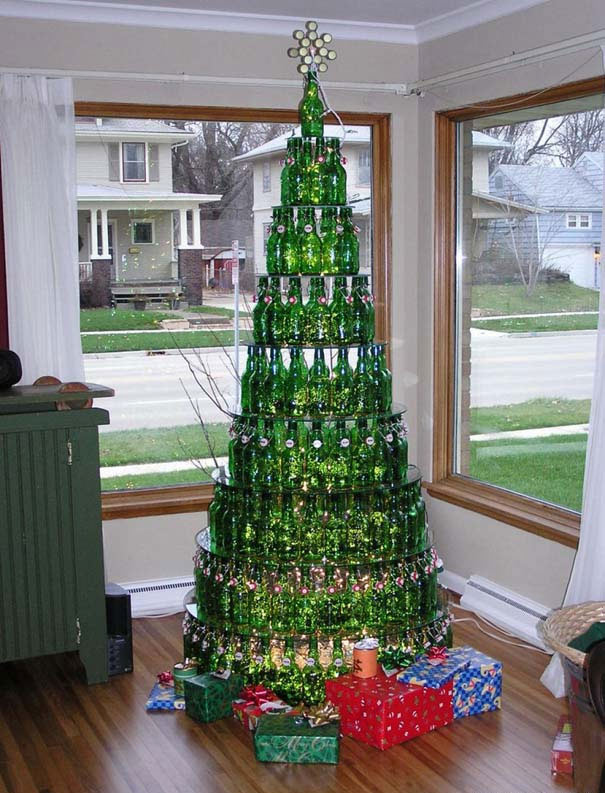 Αστεία χριστουγεννιάτικα δέντρα: Η κρίση μας κάνει ευρηματικούς! (3)