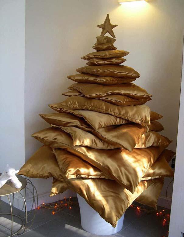 Αστεία χριστουγεννιάτικα δέντρα: Η κρίση μας κάνει ευρηματικούς! (9)