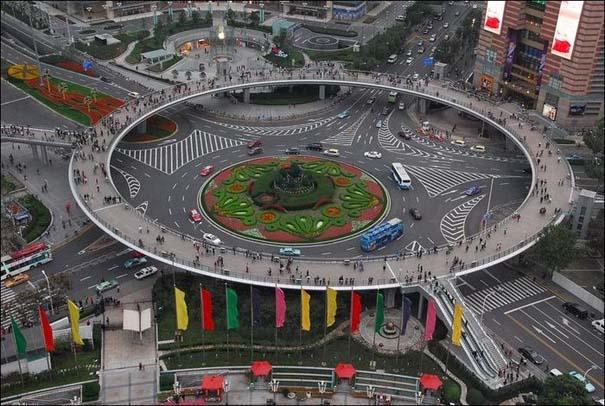 Ίσως η εντυπωσιακότερη πεζογέφυρα στον κόσμο (1)