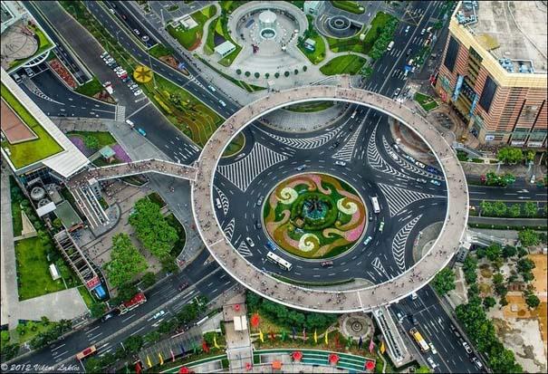 Ίσως η εντυπωσιακότερη πεζογέφυρα στον κόσμο (2)