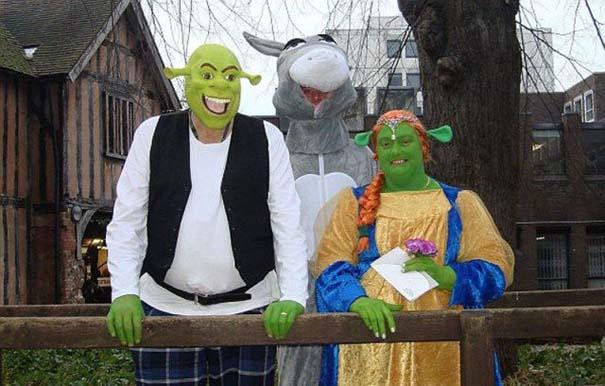 Ζευγάρι έκανε γάμο εμπνευσμένο από τον Shrek (2)