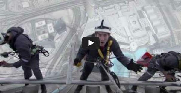 Καθαρίζοντας τα τζάμια του ψηλότερου κτηρίου στον κόσμο