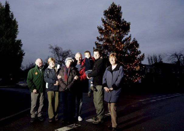 Το μικρό Χριστουγεννιάτικο δέντρο που «μάγεψε» όλη την περιοχή (5)