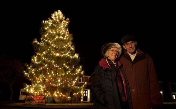 Το μικρό Χριστουγεννιάτικο δέντρο που «μάγεψε» όλη την περιοχή (6)