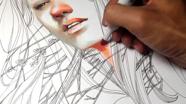 Η εντυπωσιακή δημιουργία ενός πορτραίτου με στυλό και μαρκαδόρους