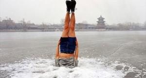 Τούμπες στον πάγο (Video)
